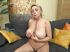 Mature woman hairy pussy porn
