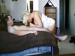 blonde porno mature bed